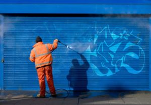 Cleaning graffiti with chemical spray